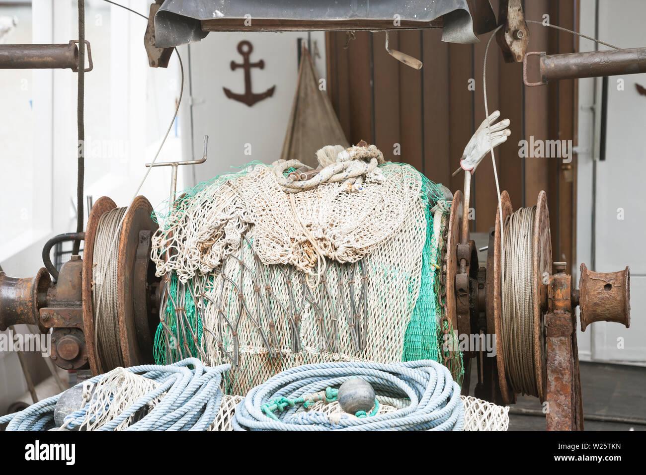 Novigrad, Istrien, Kroatien, Europa - Ein altes Fischernetz Winde auf einem Fischerboot Stockfoto