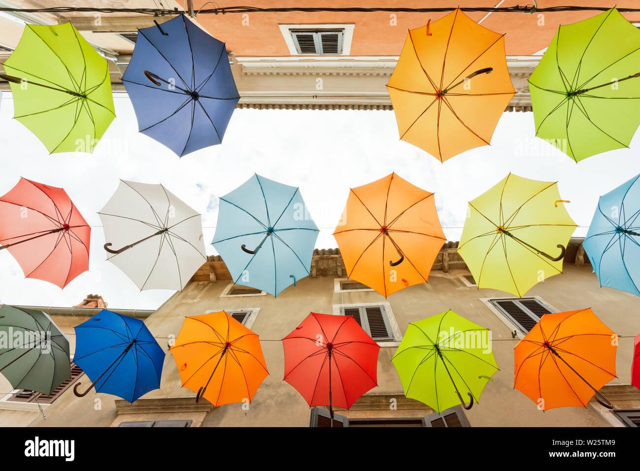 Novigrad, Istrien, Kroatien, Europa - Finden Sie die Fehler - Ein Dach fehlt Stockfoto