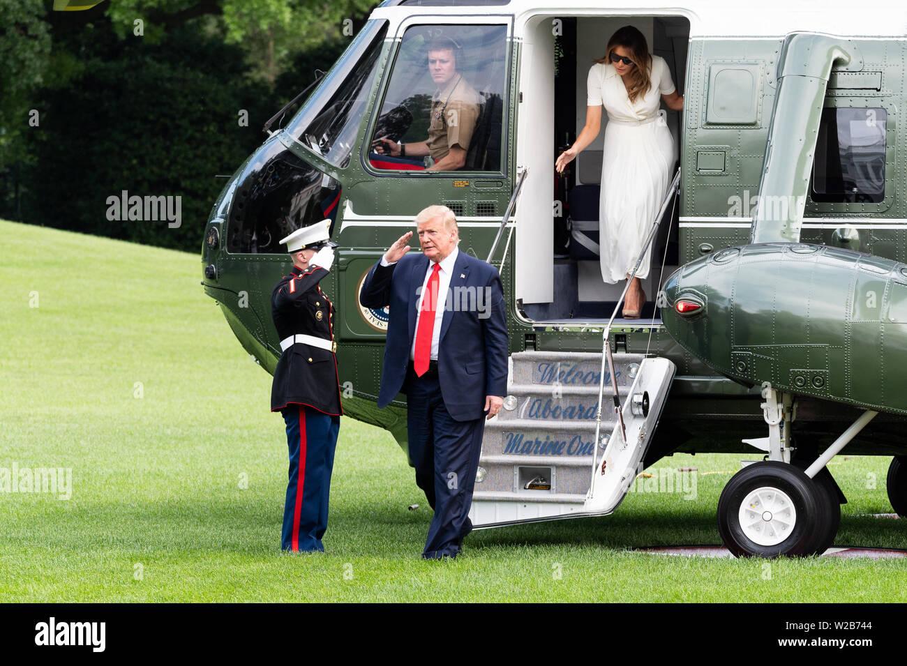 Washington, United States. 07 Juli, 2019. Präsident Donald Trump Ehrenkompanie der Marine, als er erhält Marine One von der First Lady Melania Trump gefolgt, wie sie in der südlichen Vorhalle des Weißen Hauses in Washington, DC, entfernt. Credit: SOPA Images Limited/Alamy leben Nachrichten Stockfoto