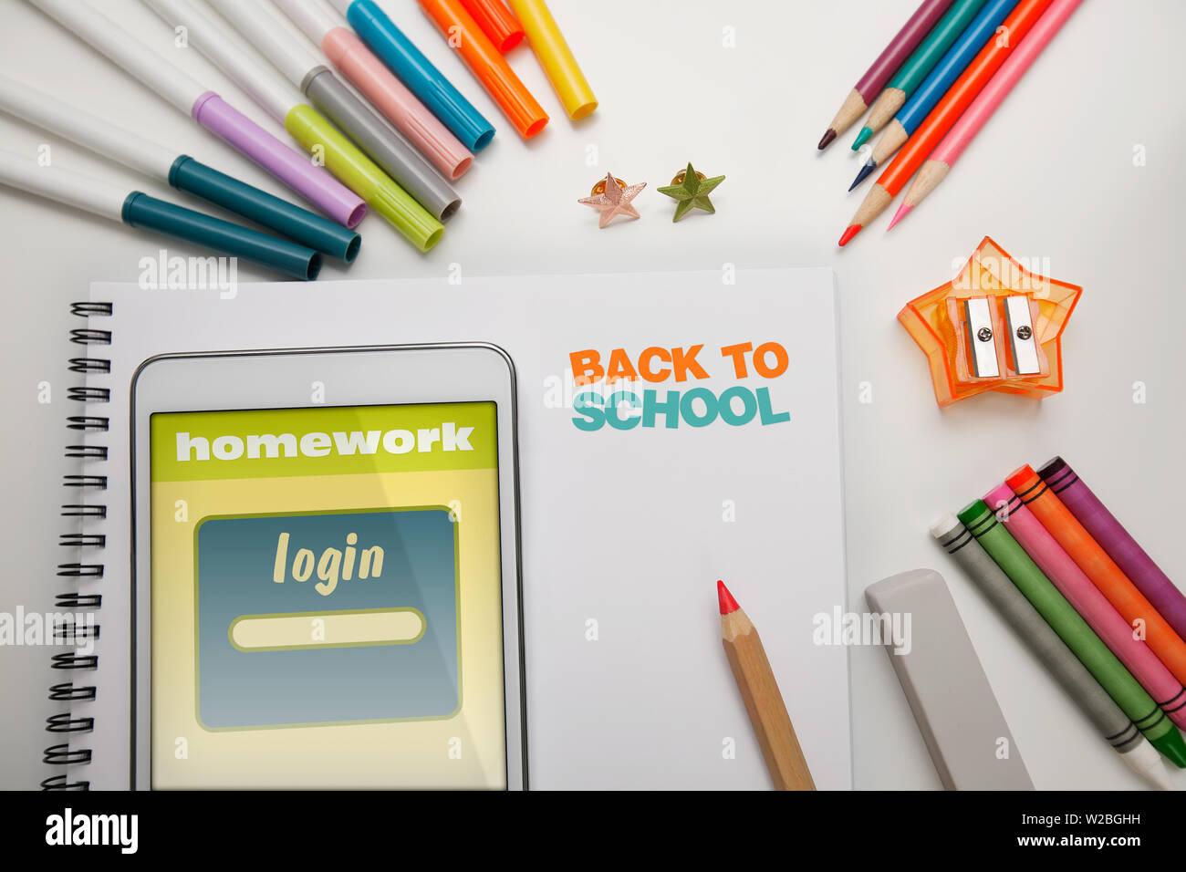 Ein Schüler Schreibtisch mit Schulmaterial für zurück in die ...