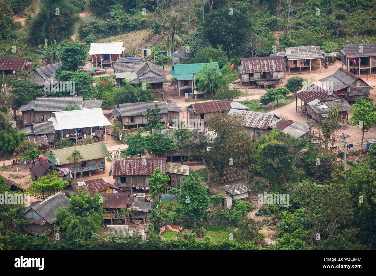 Vietnam, DMZ, Provinz Quang Tri, Cua Tal, Erhöhte Ansicht der indigenen Montagnard Menschen Dorf Stockbild