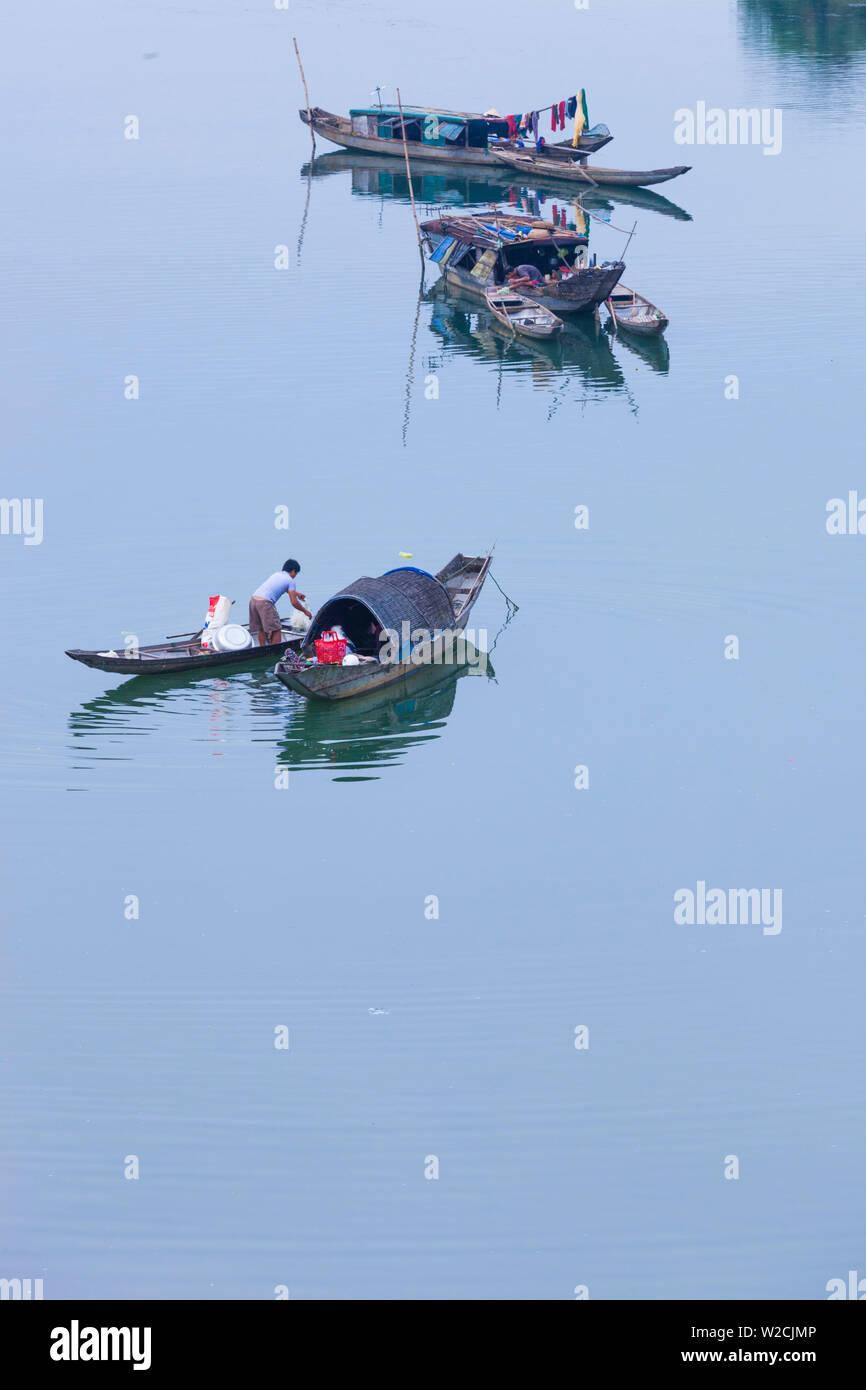 Vietnam, DMZ, Provinz Quang Tri, erhöhten Blick auf die Boote auf dem Fluss Cam Lo Stockbild