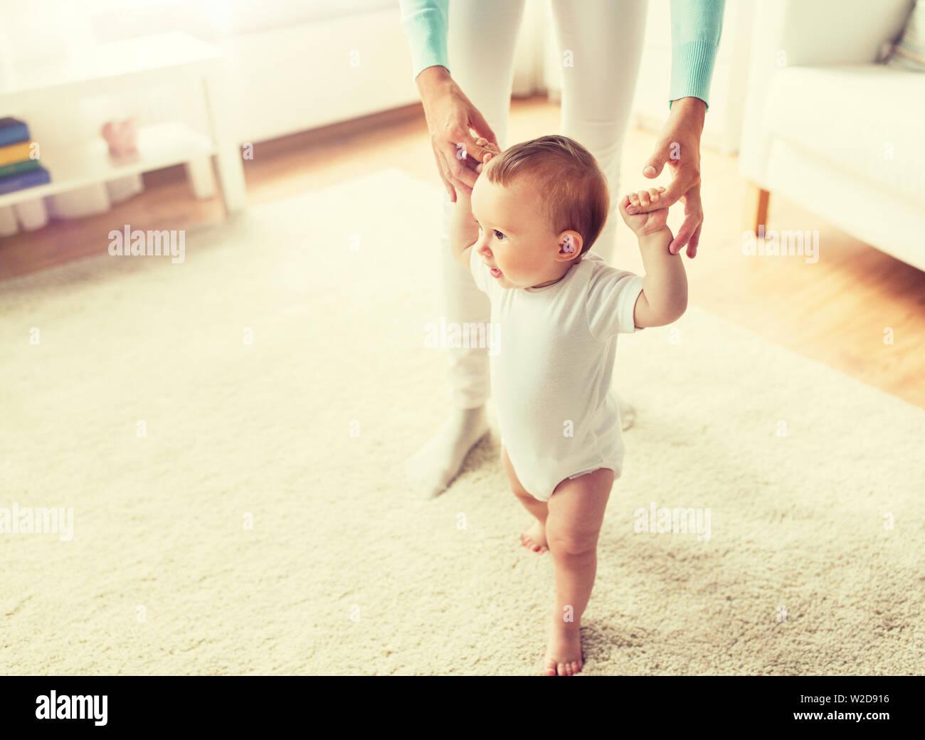 baby laufen lernen