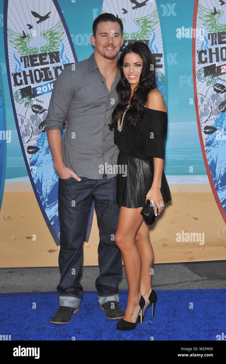 LOS ANGELES, Ca. August 09, 2010: Jenna Dewan & Channing Tatum an den 2010 Teen Choice Awards am Gibson Amphitheatre, Universal Studios, Hollywood. © 2010 Paul Smith/Featureflash Stockbild