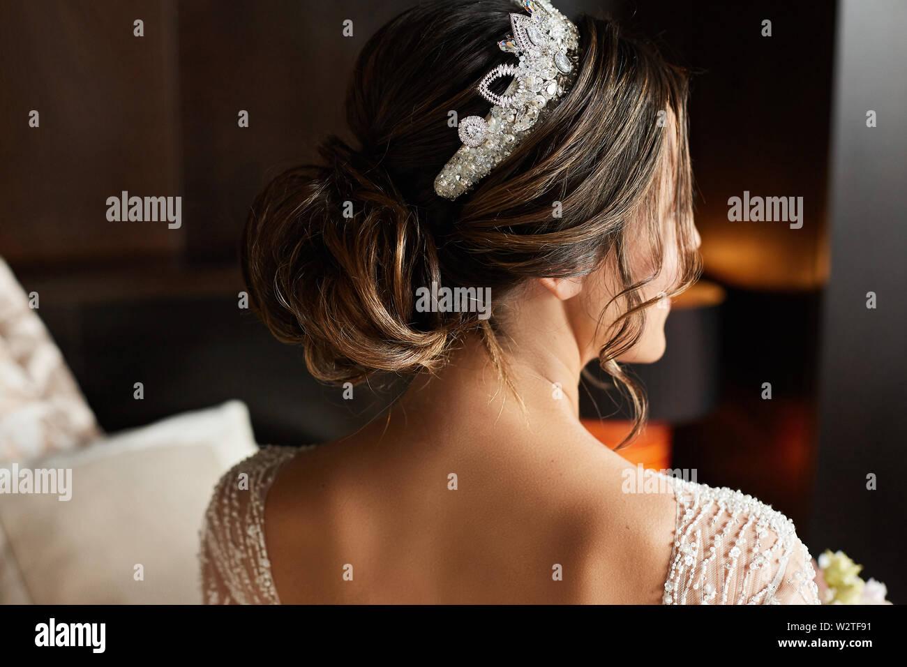 Hochzeit Frisur Mit Schmuck Modische Brunette Modell Junge