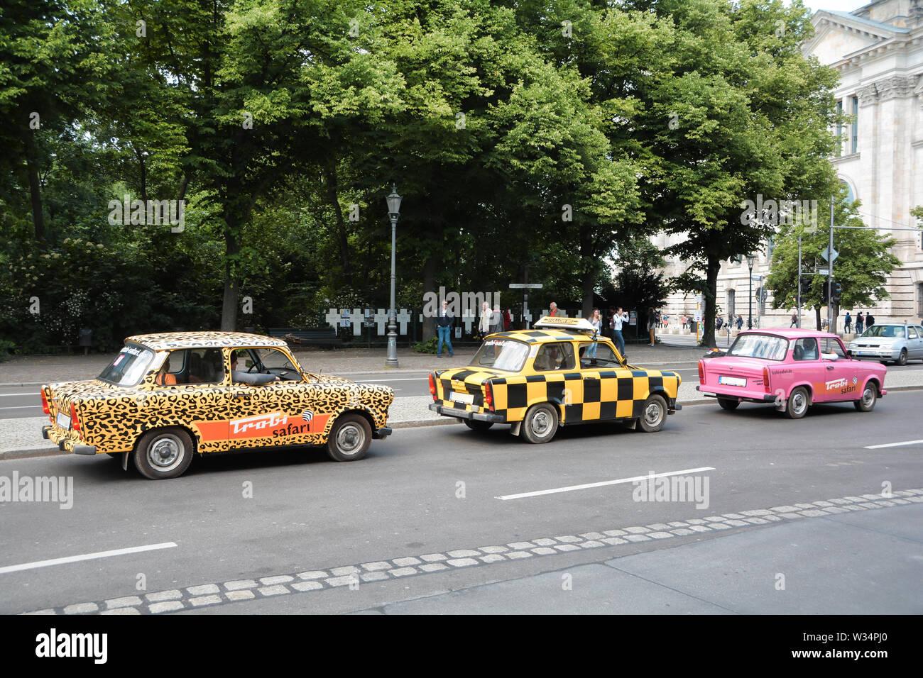 City Tour mit dem Trabant durch die Innenstadt von Berlin Stockfoto
