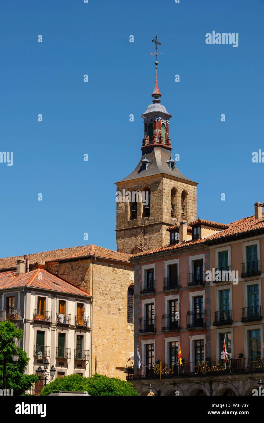San Miguel Kirche und die Plaza Mayor, Segovia City. Castilla León, Spanien Europa Stockfoto