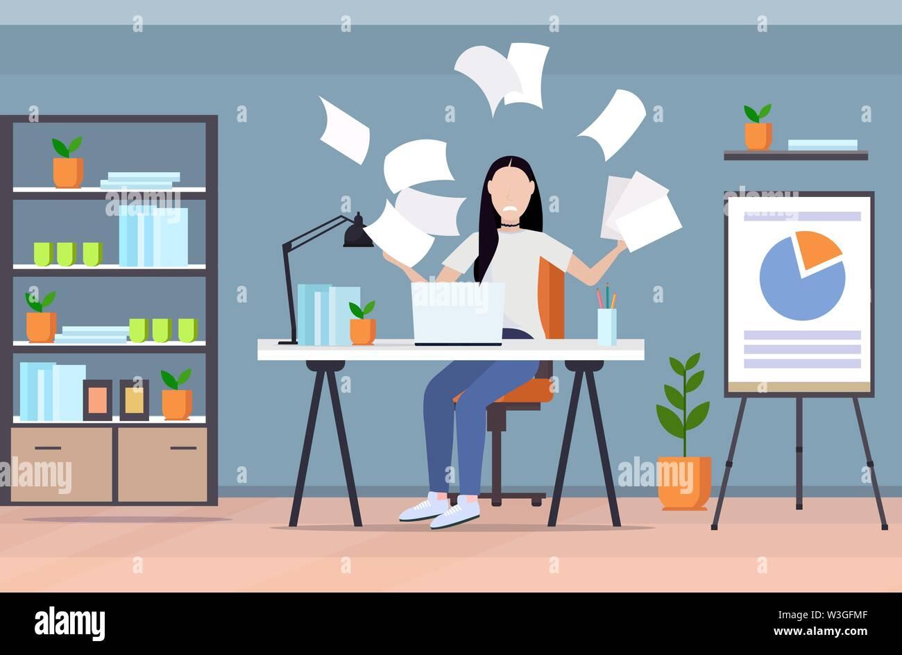Müde, Geschäftsfrau, werfen, Papiere unzufrieden Business woman Stress negative Emotion problem gescheitertes Projekt Konzept moderne Büro innen Stockbild