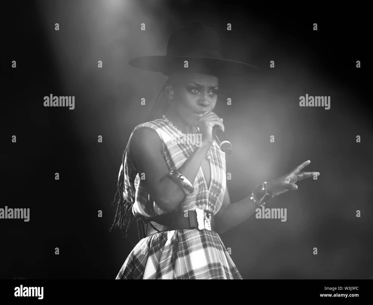 Close-up of Skye Edwards mit Morcheeba, auf der Hauptbühne am OnBlackheath Music Festival 2019 Stockbild