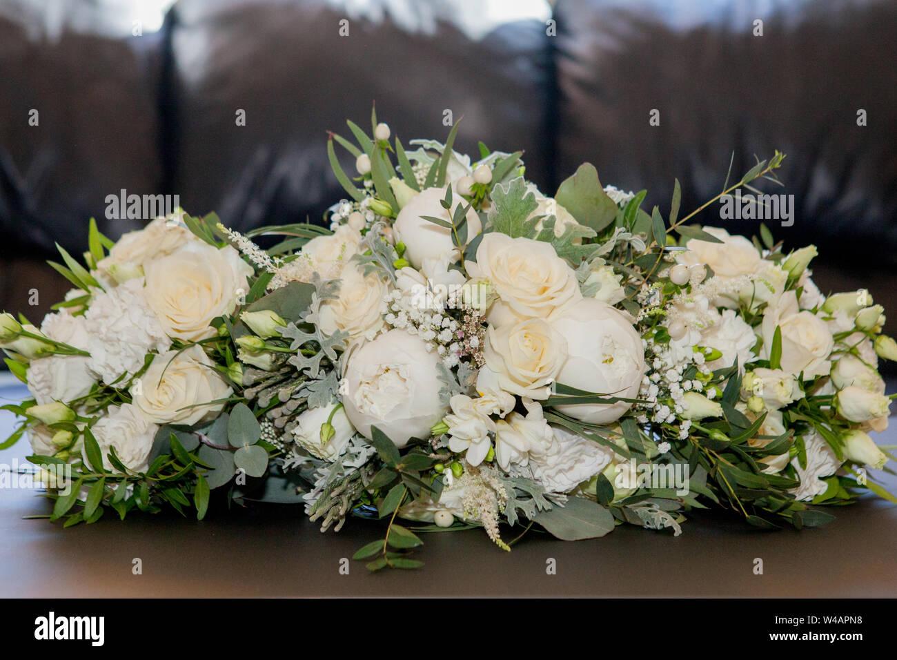new style b3ef4 6d8b0 Weißes Brautband Stockfotos & Weißes Brautband Bilder - Alamy