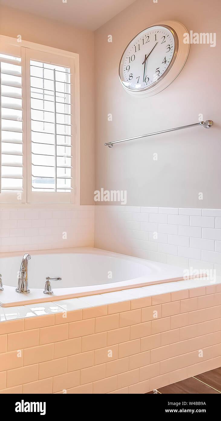 Badezimmer Uhr Stockfotos & Badezimmer Uhr Bilder - Alamy