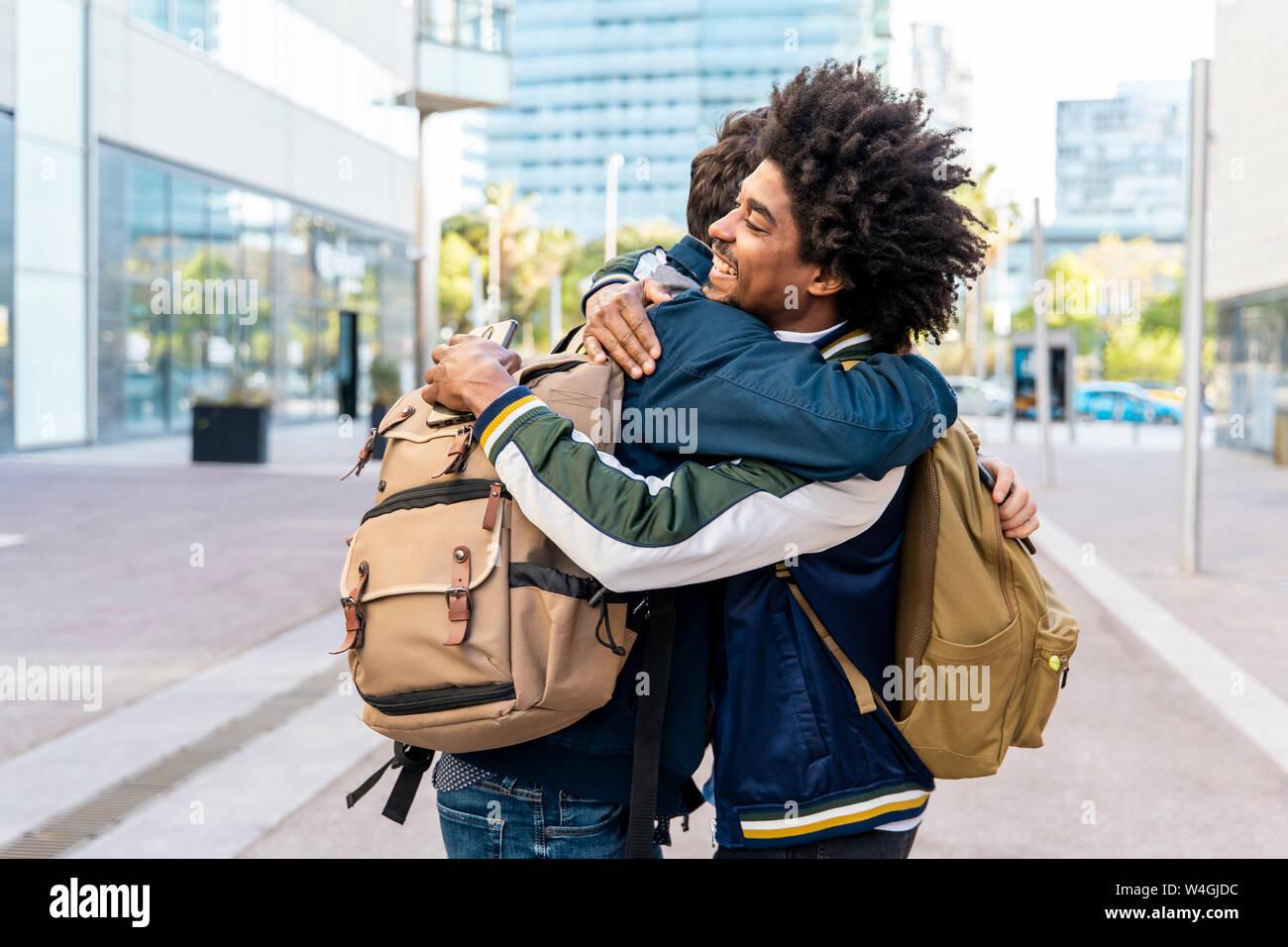 Zwei glückliche casual Geschäftsleute in der Stadt, Barcelona, Spanien Stockfoto