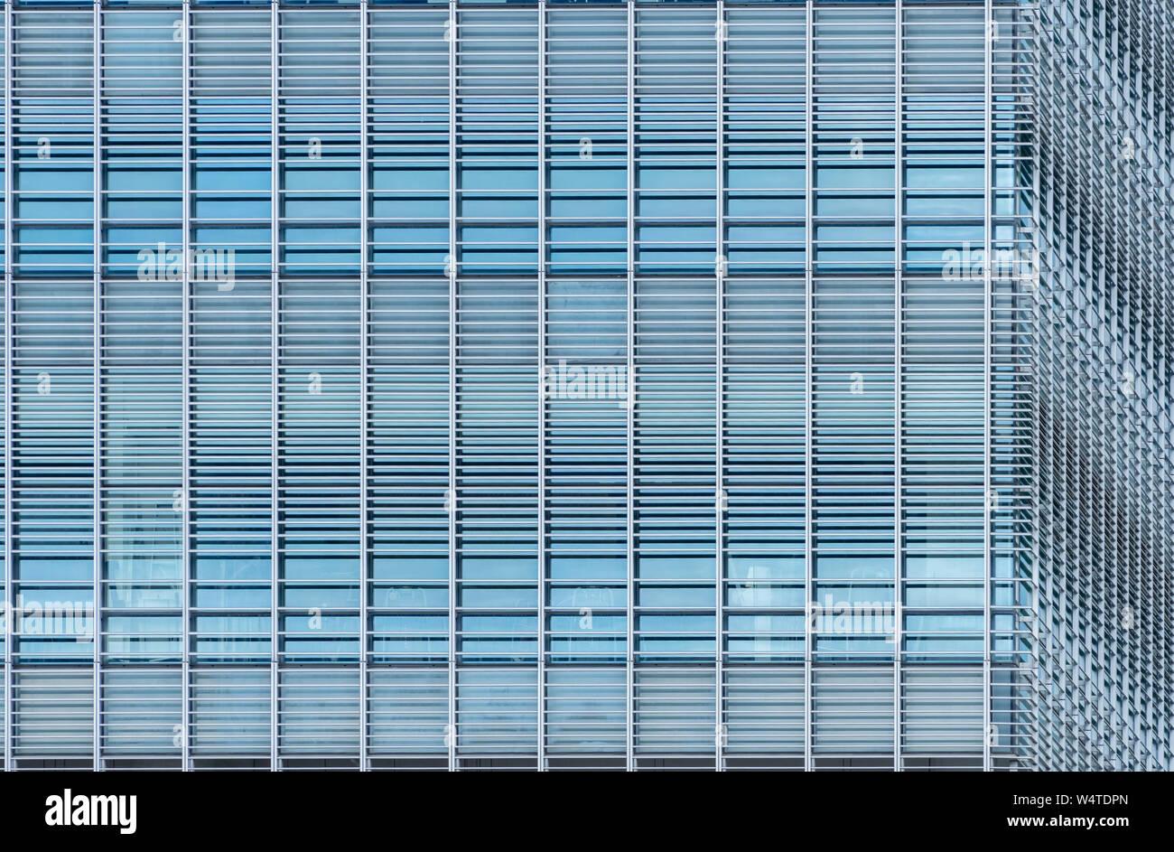 Moderne futuristischen Glasgebäude abstrakt Hintergrund. Die Außenseite des Büro Glas Gebäude Architektur. Fassade der nachhaltige Gebäude. Energie Stockfoto