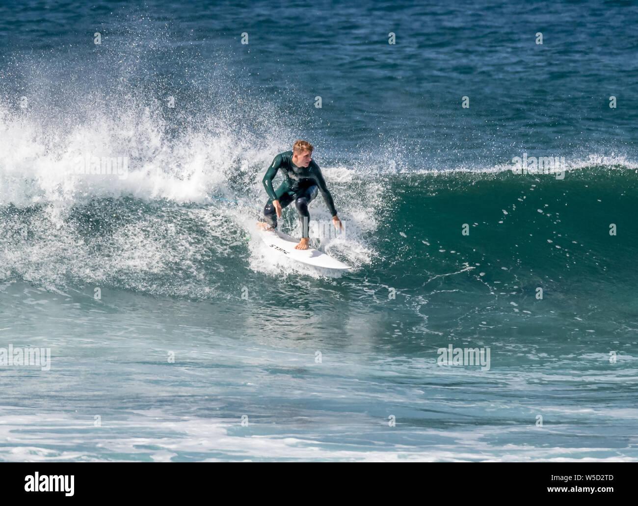 Short Board surfen, Playa de las Americas Stockfoto