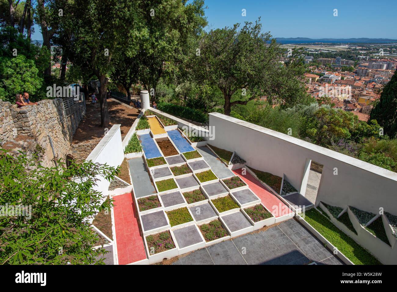 Kubistischer Garten Stockfotos & Kubistischer Garten Bilder - Alamy