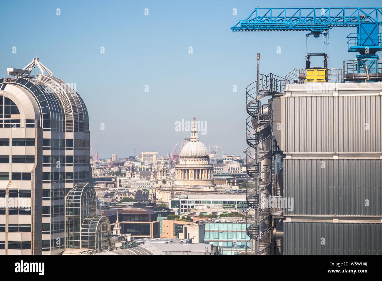 Londoner Stadtbild aus dem Garten auf 120, darunter die St Paul's Kathedrale gesehen Stockfoto