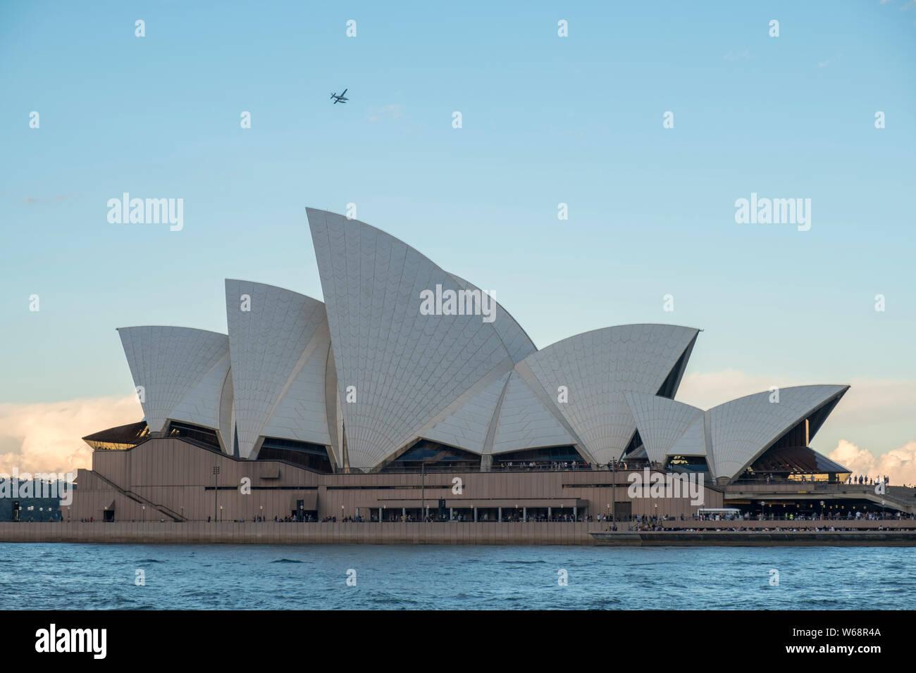 """Die Oper von Sydney ist ein multi-Veranstaltungsort Zentrum für darstellende Kunst an der Sydney Harbour in Sydney, New South Wales, Australien. Es ist eine der 20. Jahrhundert"""" Stockfoto"""