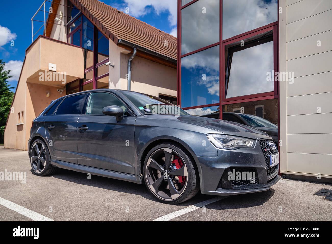 Hatchback Audi Stockfotos Und Bilder Kaufen Alamy