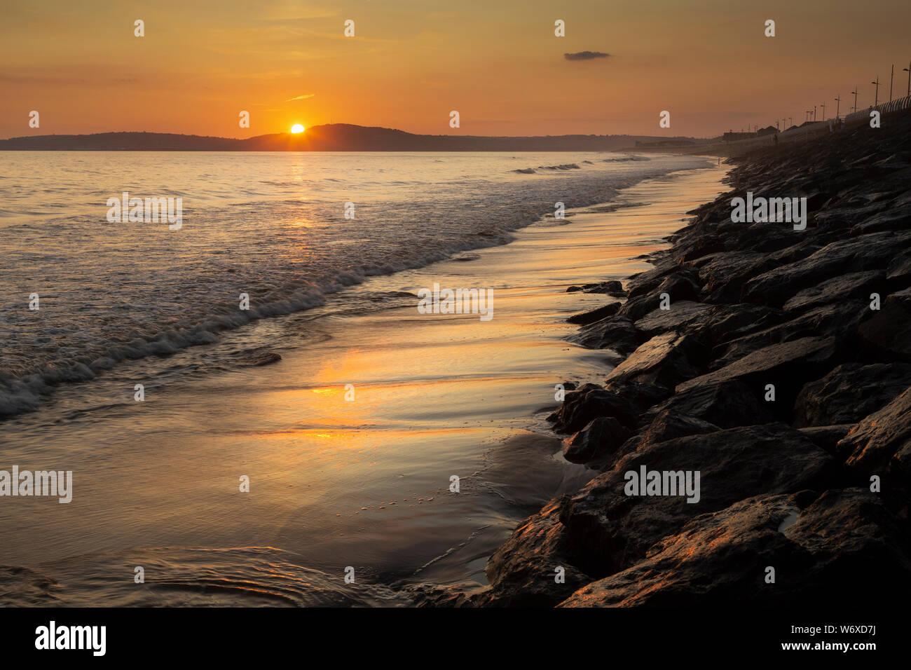 Sonnenuntergang an der Aberavon Beach Stockfoto