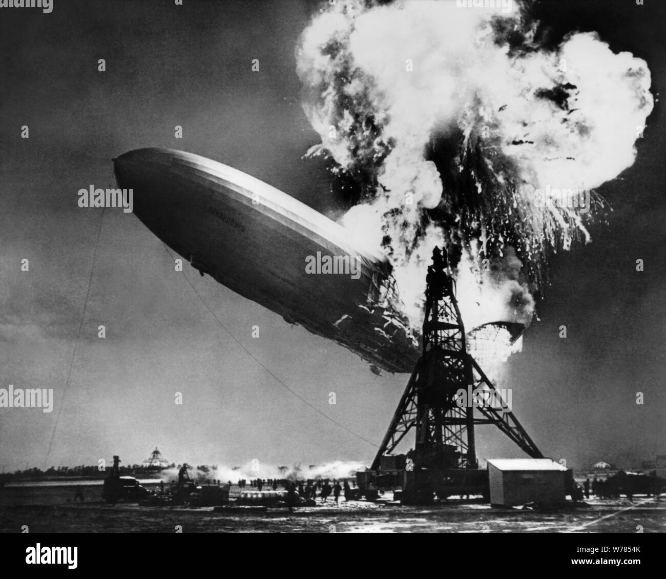 LZ 129 HINDENBURG HINDENBURG DISASTER NEWSREEL FOOTAGE, 1937 Stockfoto