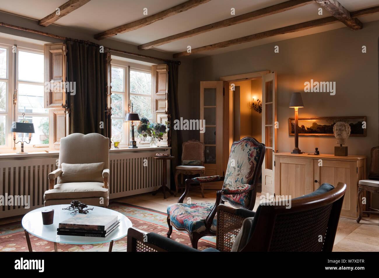 Sessel Im Landhausstil Wohnzimmer Stockfotografie Alamy