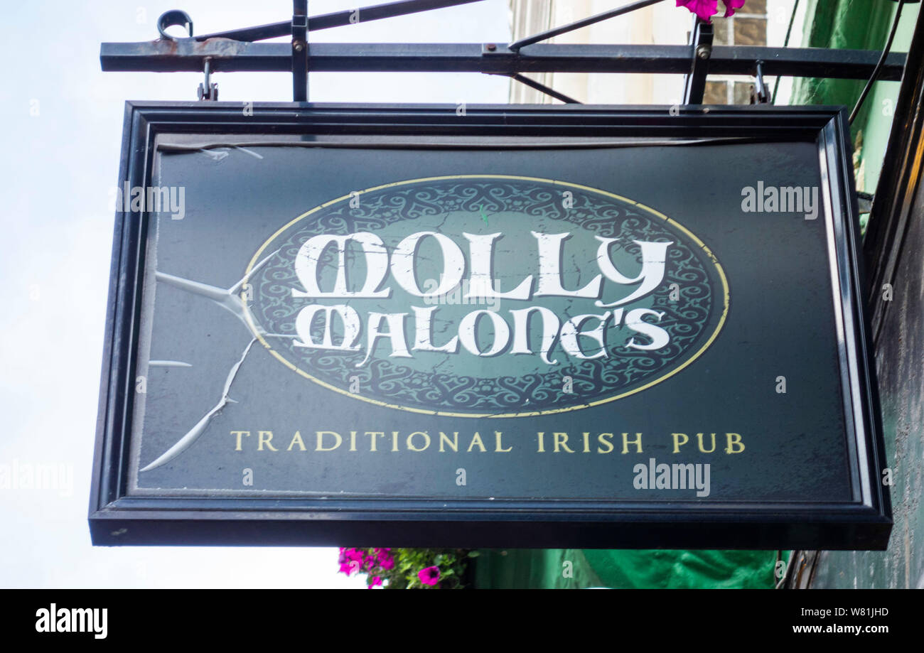 Traditional Irish Pub Stockfotos Traditional Irish Pub Bilder