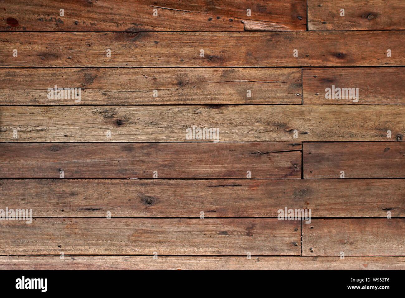 Holz Fliesen auf alten Holzboden mit Nägeln Stockfoto, Bild ...