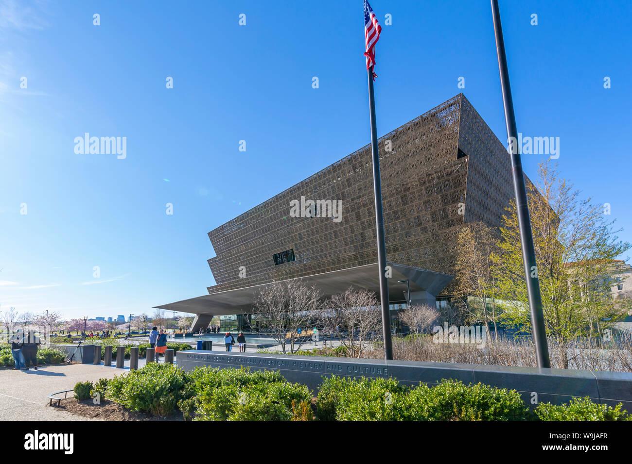 Das Nationalmuseum für Afrikanische Amerikanische Geschichte und Kultur im Frühjahr, Washington D.C., Vereinigte Staaten von Amerika, Nordamerika Stockfoto
