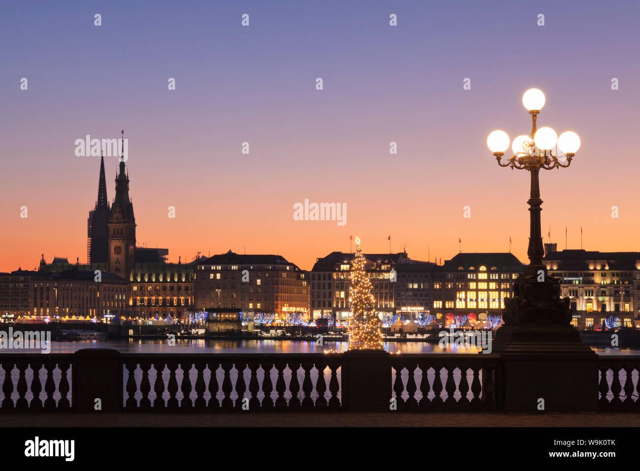 Jungfernstieg Weihnachtsmarkt.Blick Uber Die Binnenalster Binnenalster Zum