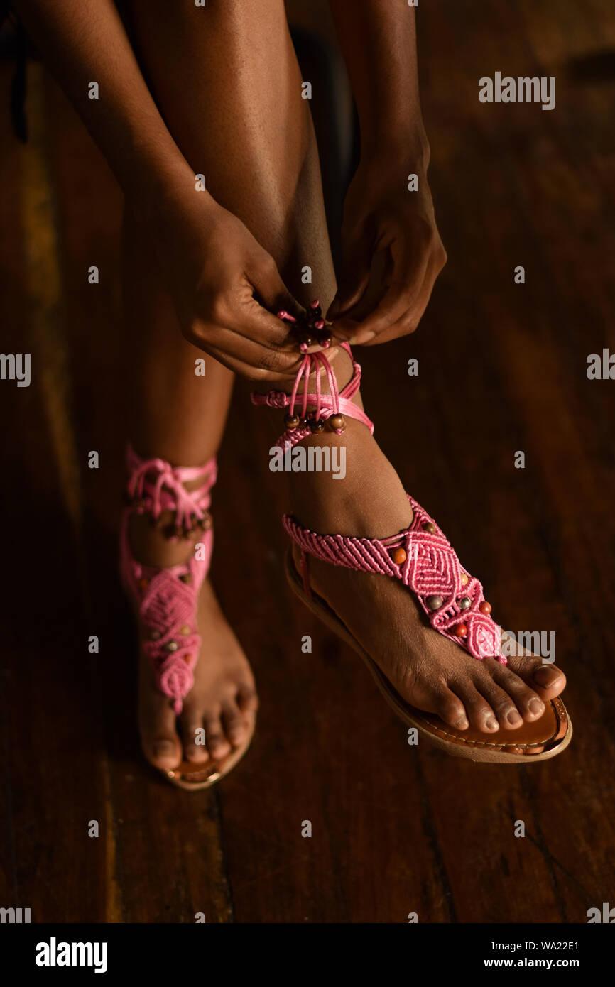 Handgefertigte macrame Sandalen von amaru Kolumbien Stockfoto