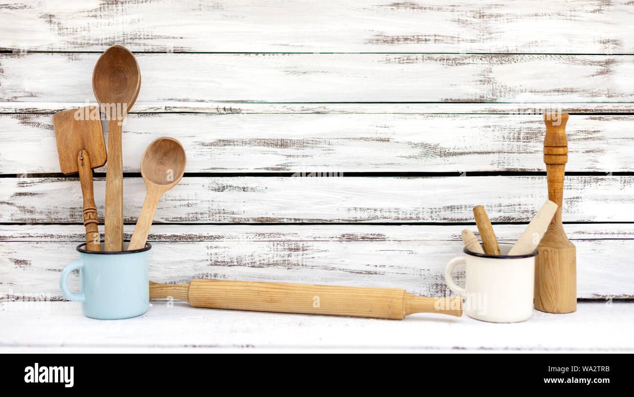 Jahrgang Alte Kuchengerate Aus Holz Auf Einem Weissen Hintergrund Selektive Konzentrieren Stockfotografie Alamy