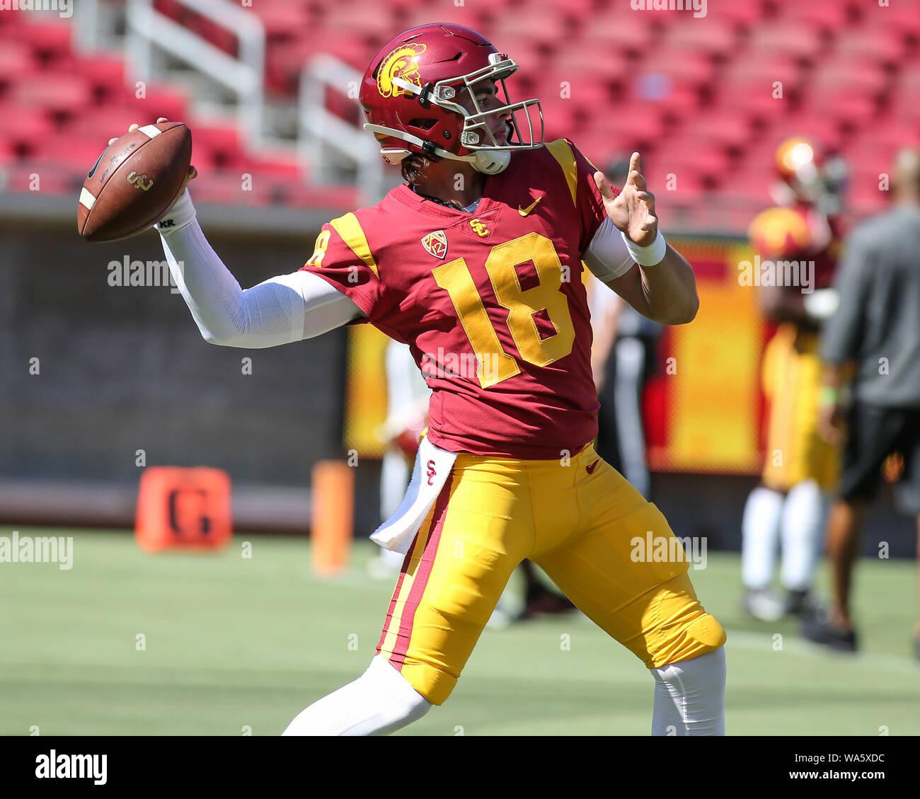 USC Trojans quarterback JT Daniels (18) erwärmt sich während der USC Trojans Pac-12 Fußball showcase Spiel bei United Airlines Feld im Los Angeles Memorial Coliseum am Samstag, August 17, 2019 (Foto von Jevone Moore) Stockfoto