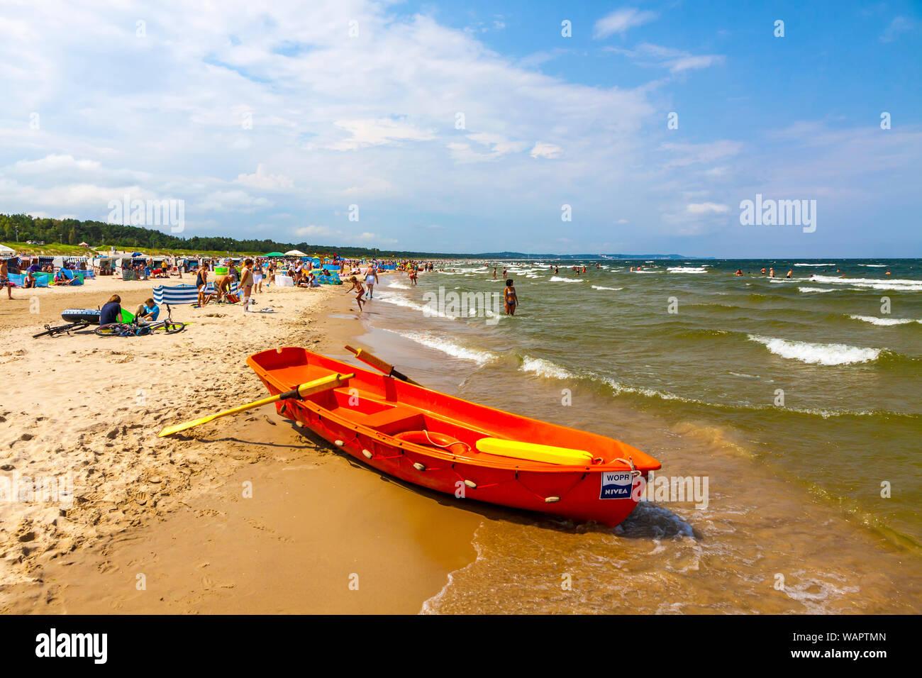 Menschen Auf Der Ostsee Auf Der Insel Usedom In Swinemunde Stadt