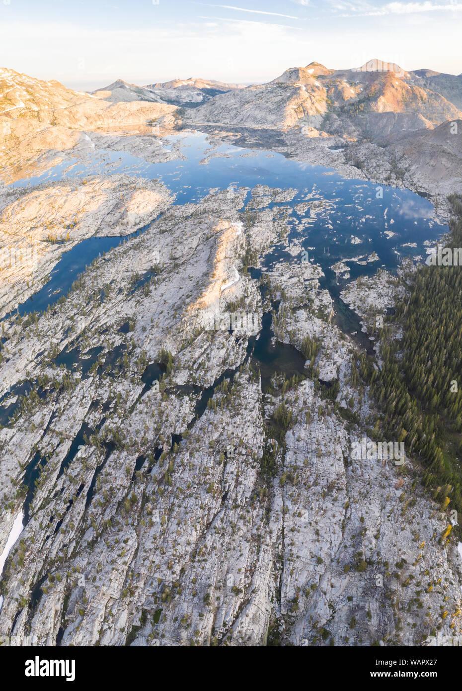 Die malerische Sierra Nevada in Kalifornien ist der 100 Millionen Jahre alten Granit, die durch die Gletscher über geologische Zeit geformt wurden. Stockfoto