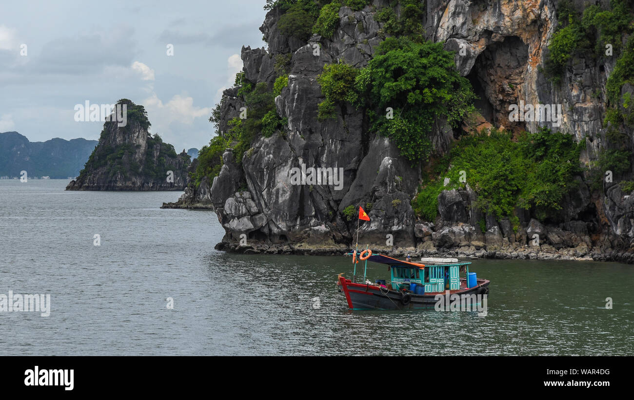 Boot in Ha Long Bay Stockfoto