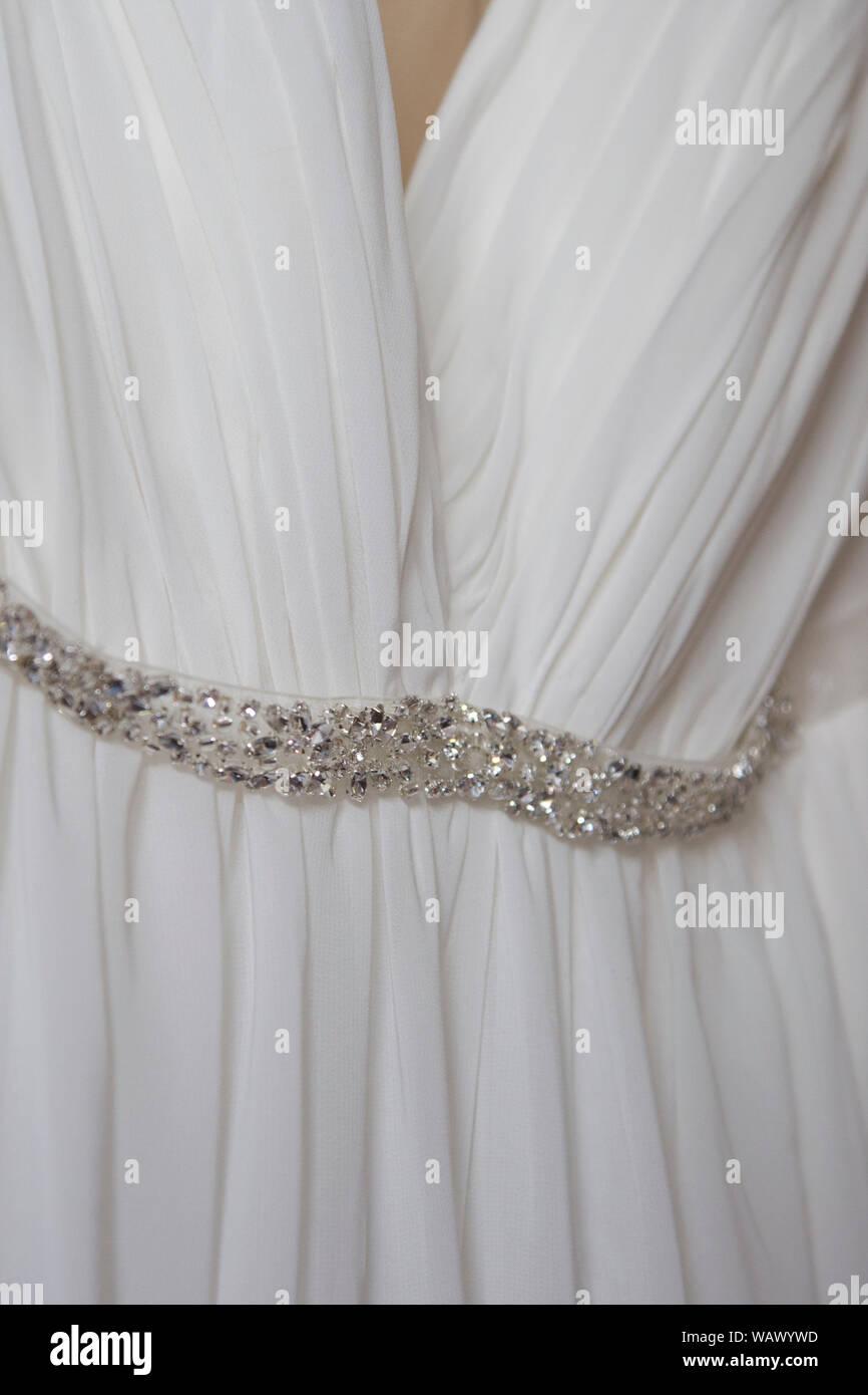 Silbernes Hochzeitskleid Stockfotos und -bilder Kaufen - Alamy