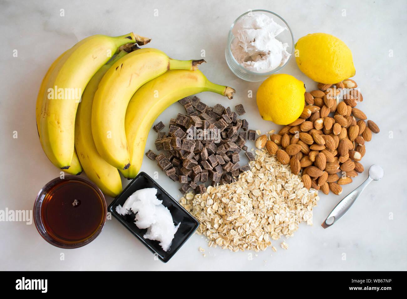 Vegan gesalzen Karamell Plätzchenteig Eisbecher Zutaten Stockfoto