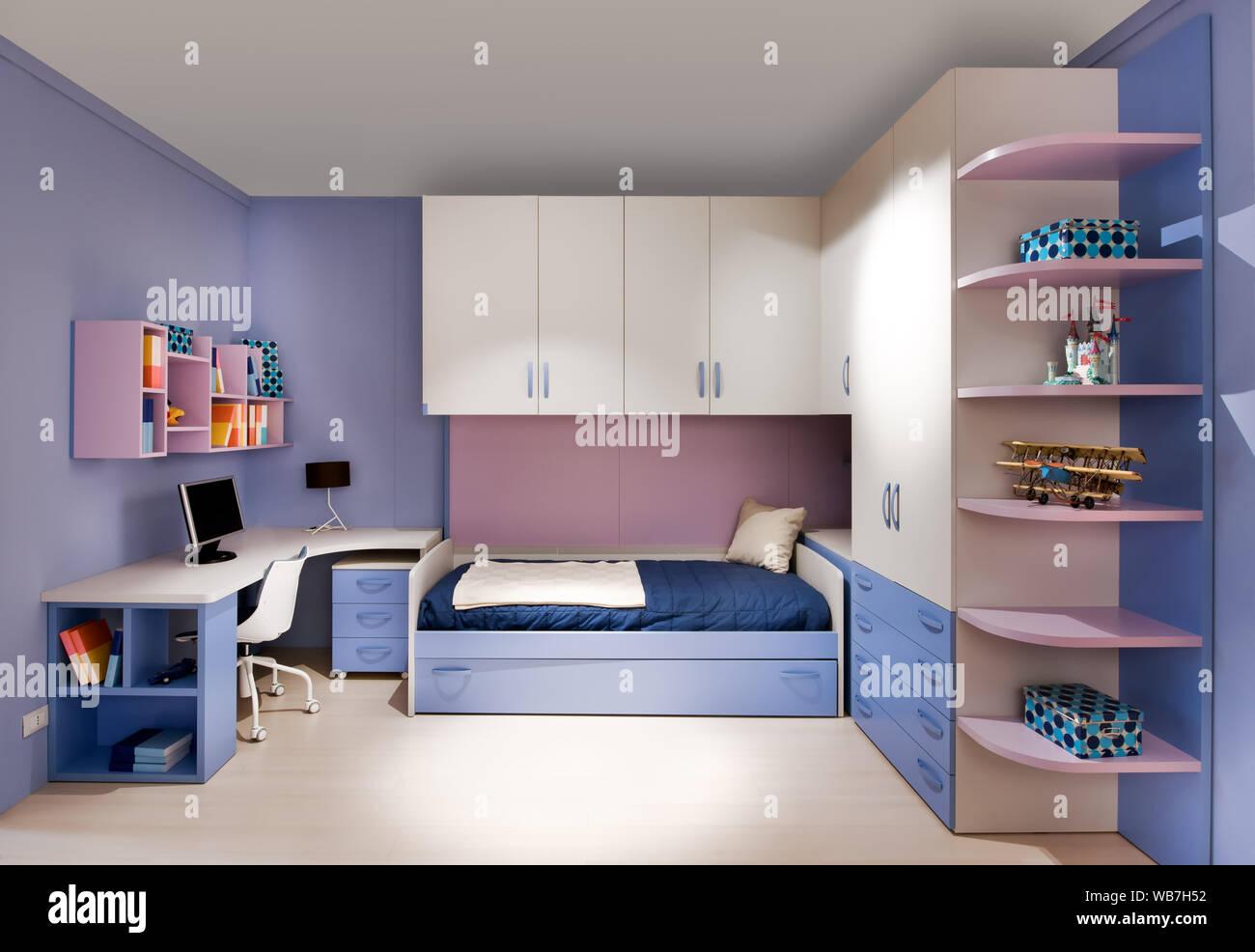 Stilvolle Blau und Violett jugendliche Interieur mit ...