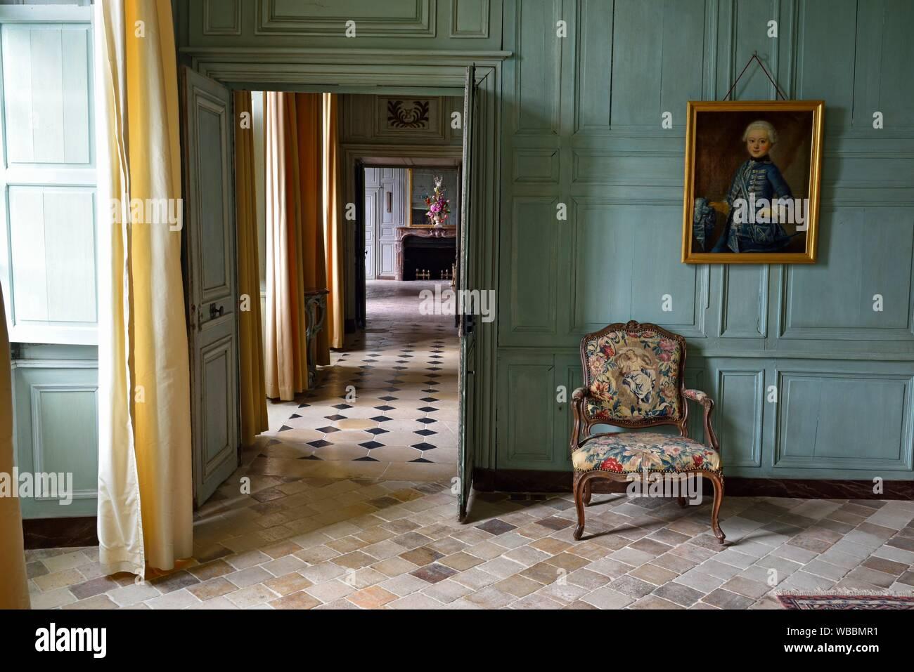Enfilade de Salons et Chambres du Chateau de Talcy, achete ...