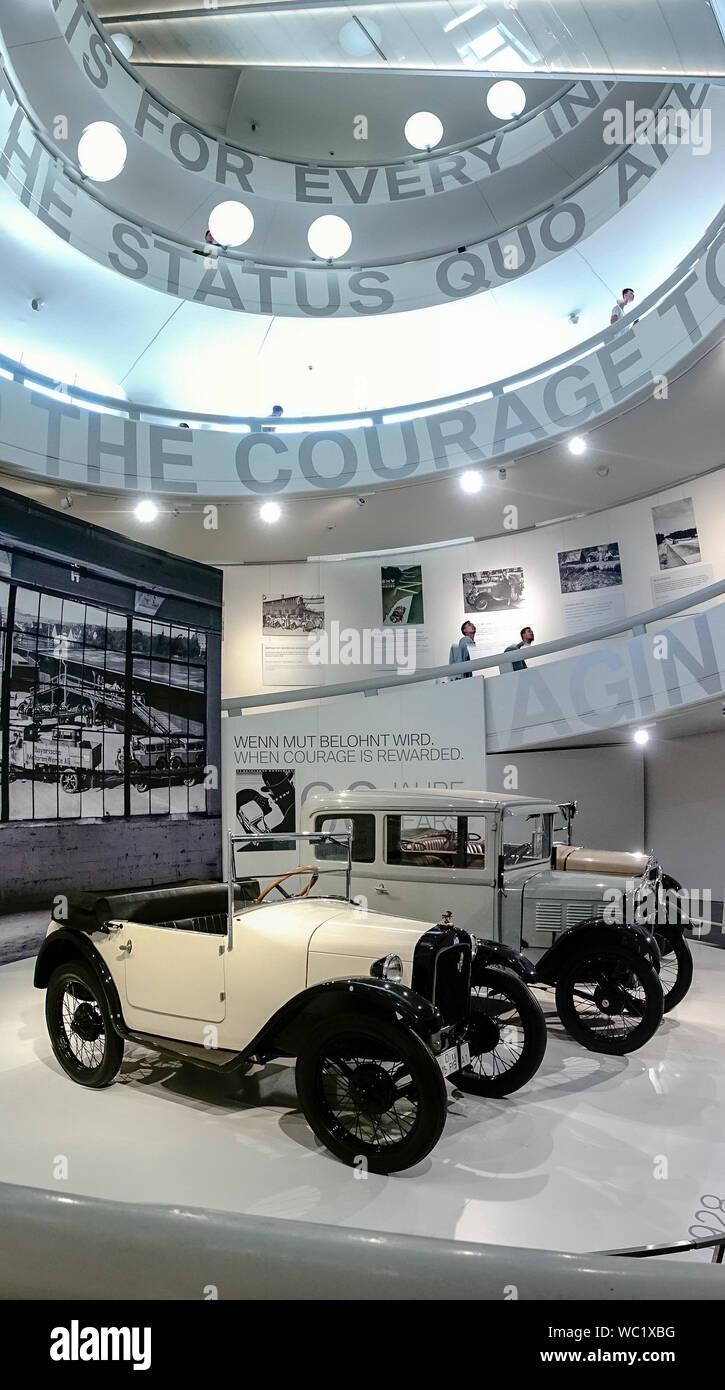 Die 90 Jahre BMW Automobile, BMW Museum, München, Bayern, Deutschland. Stockfoto