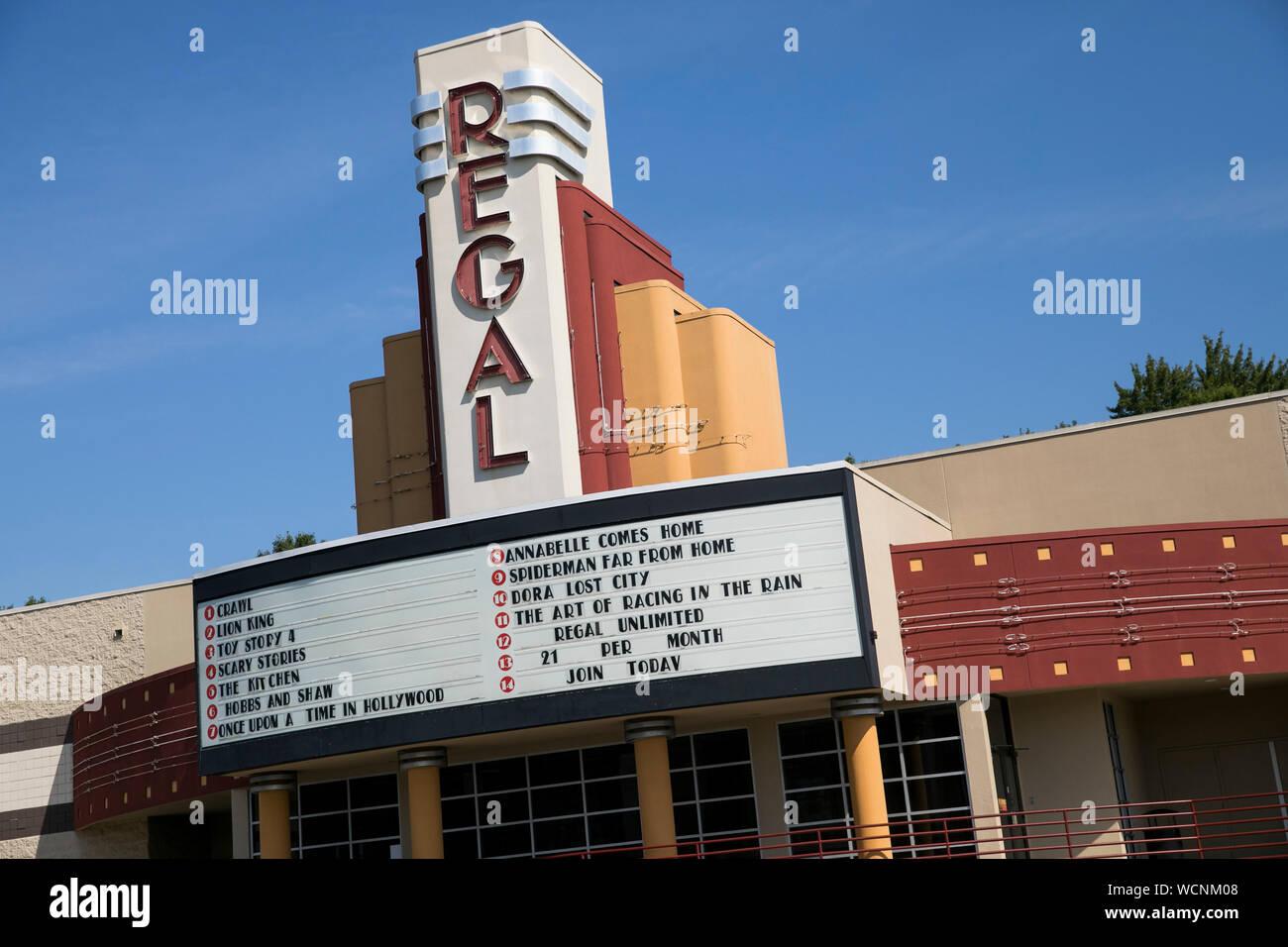 Ein logo Zeichen außerhalb eines Regal Movie Theater Lage in Niles, Ohio am 12. August 2019. Stockfoto