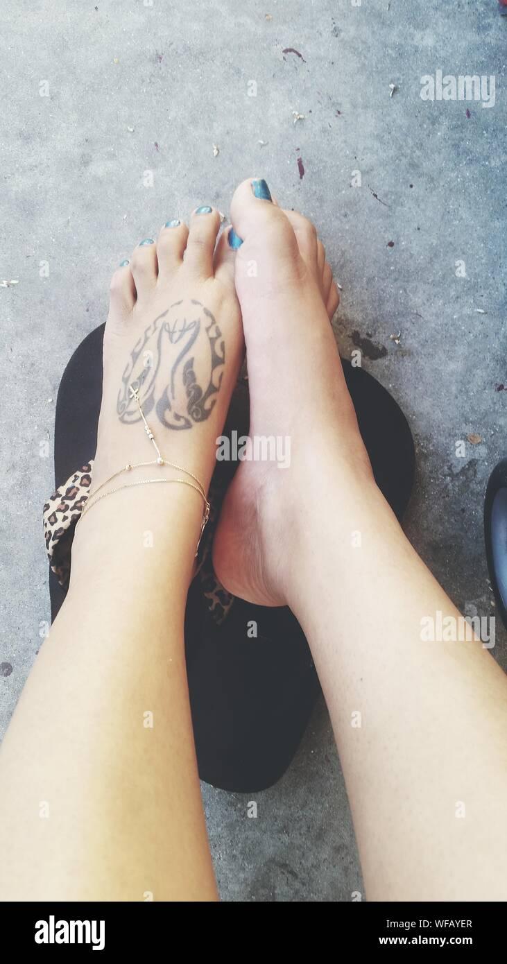 Tattoos fuß frauen Tattoo