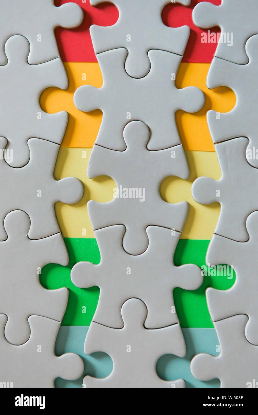 Rainbow Kanten der getrennten Puzzle Stücke Stockfoto