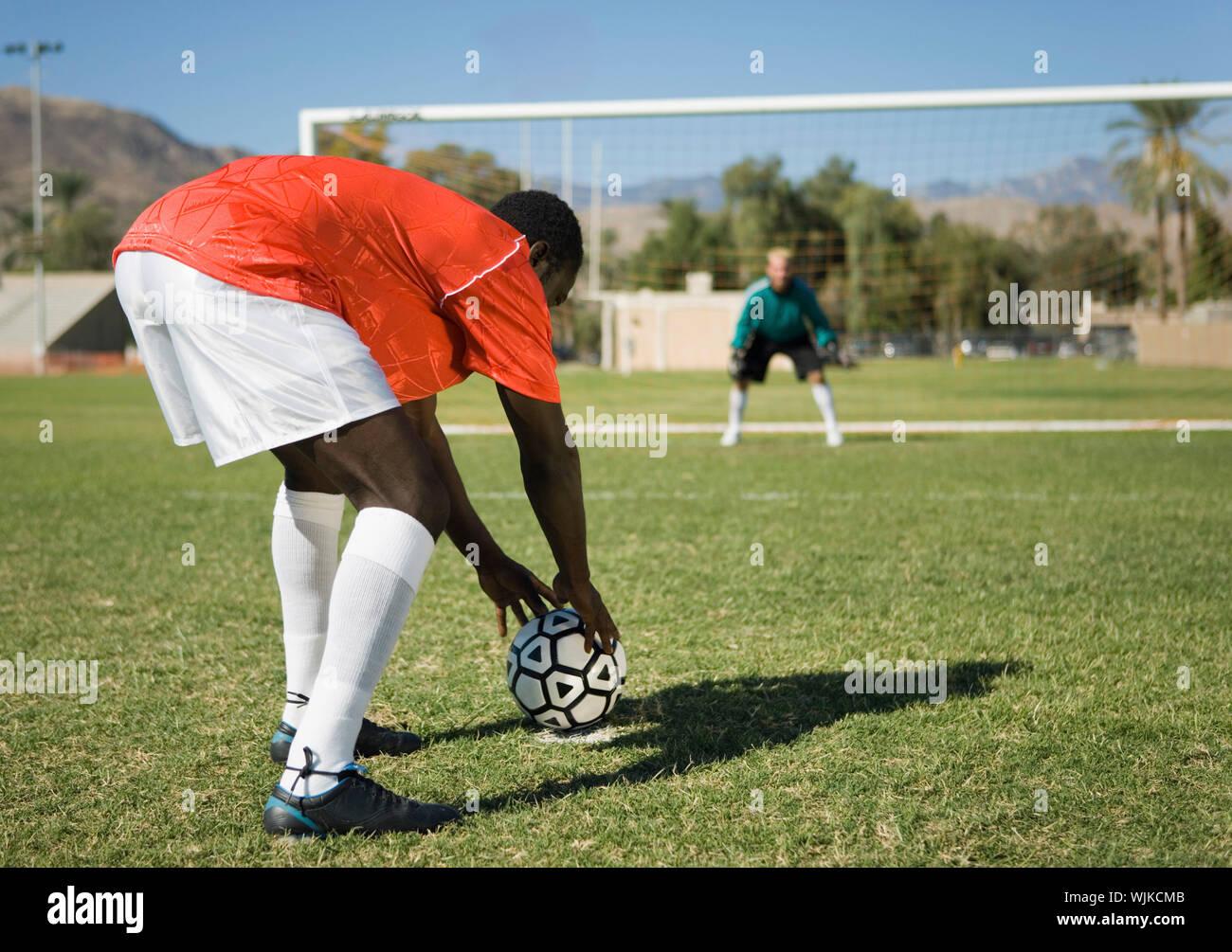 Fussball Spieler Der Vorbereitung Freistoss Stockfoto Bild