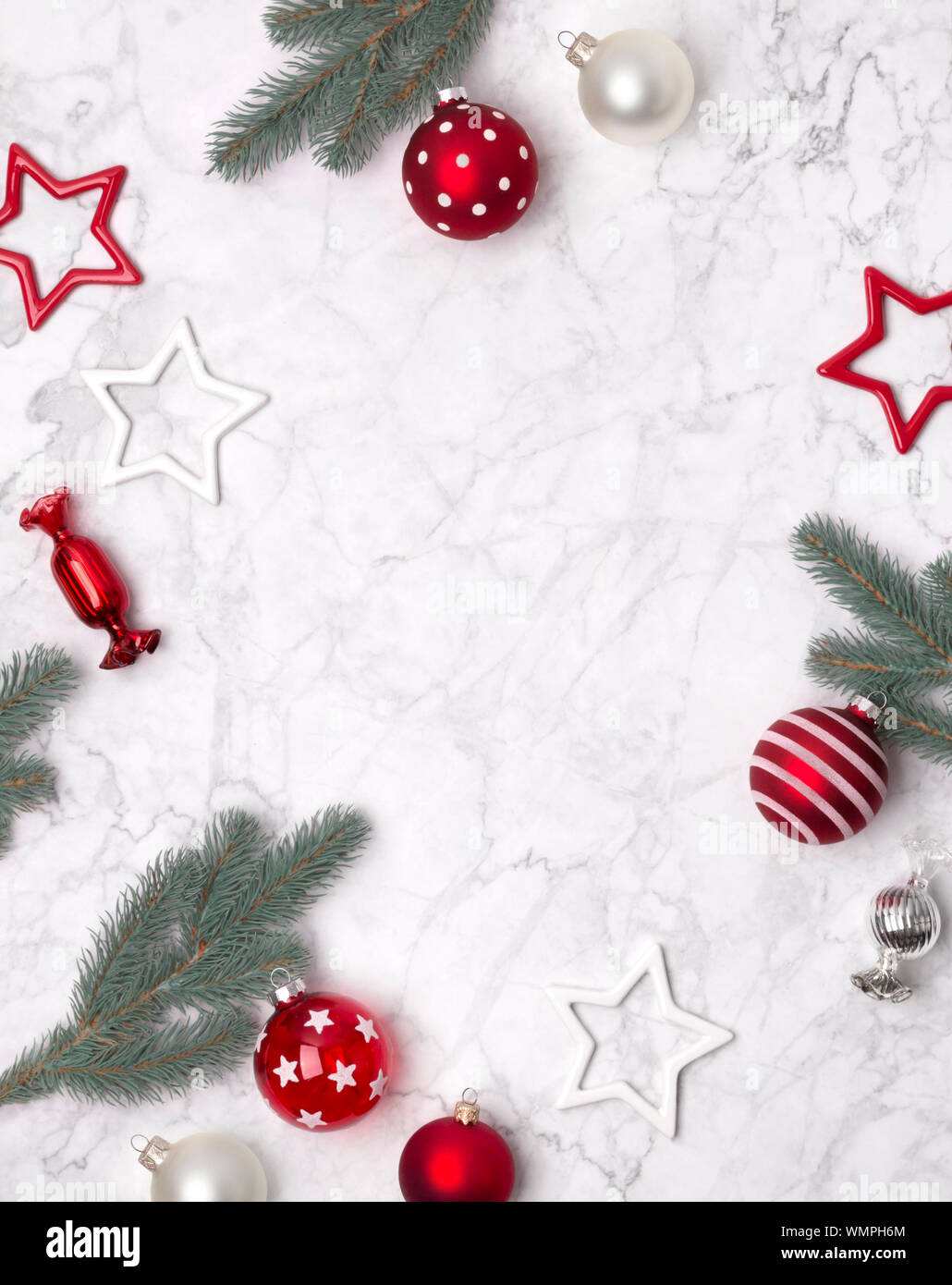 Christbaumkugeln Sterne.Weihnachten Zusammensetzung Rahmen Aus Tannenzweigen