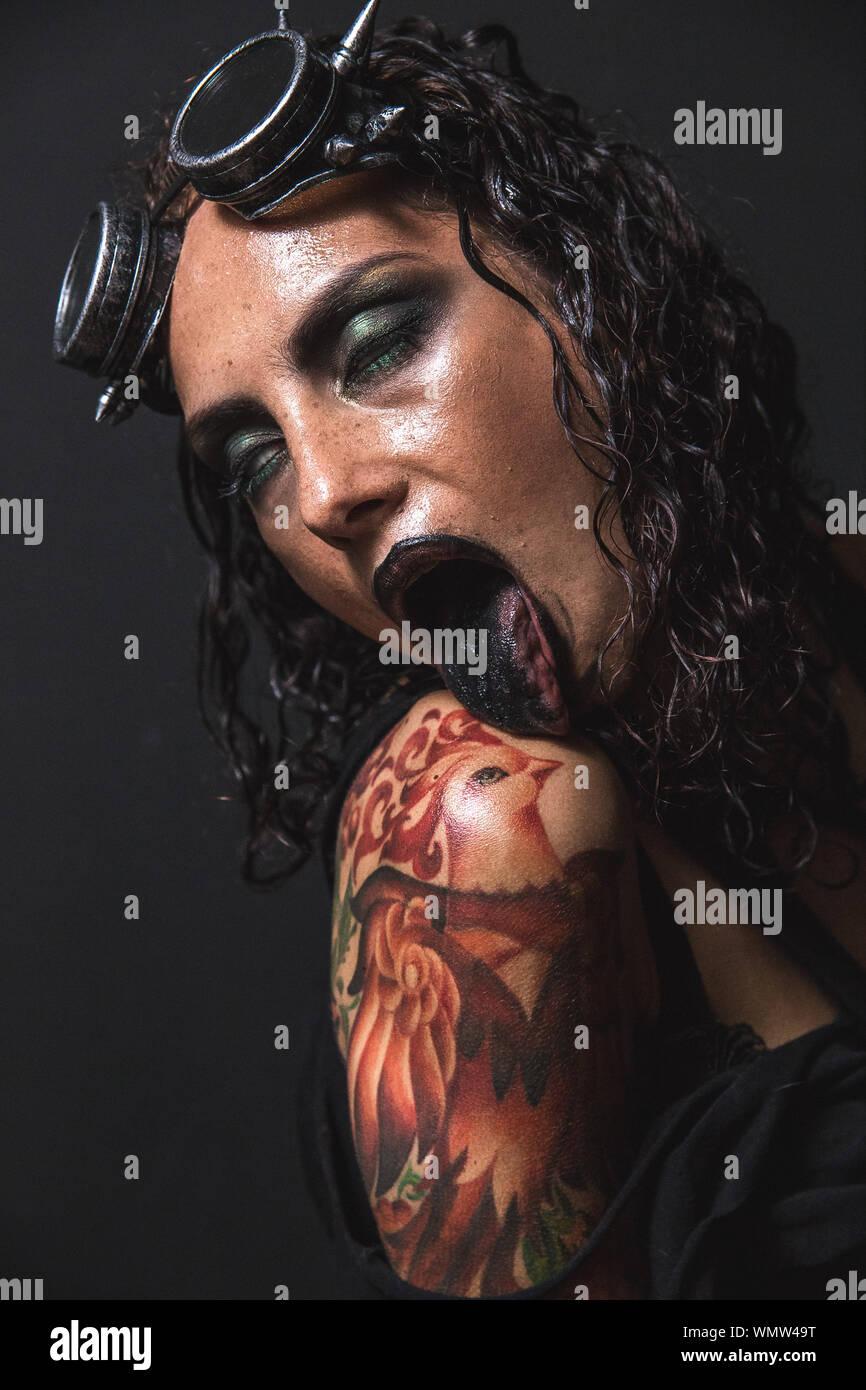 Frauen tattoos schulter für Rosen Tattoo