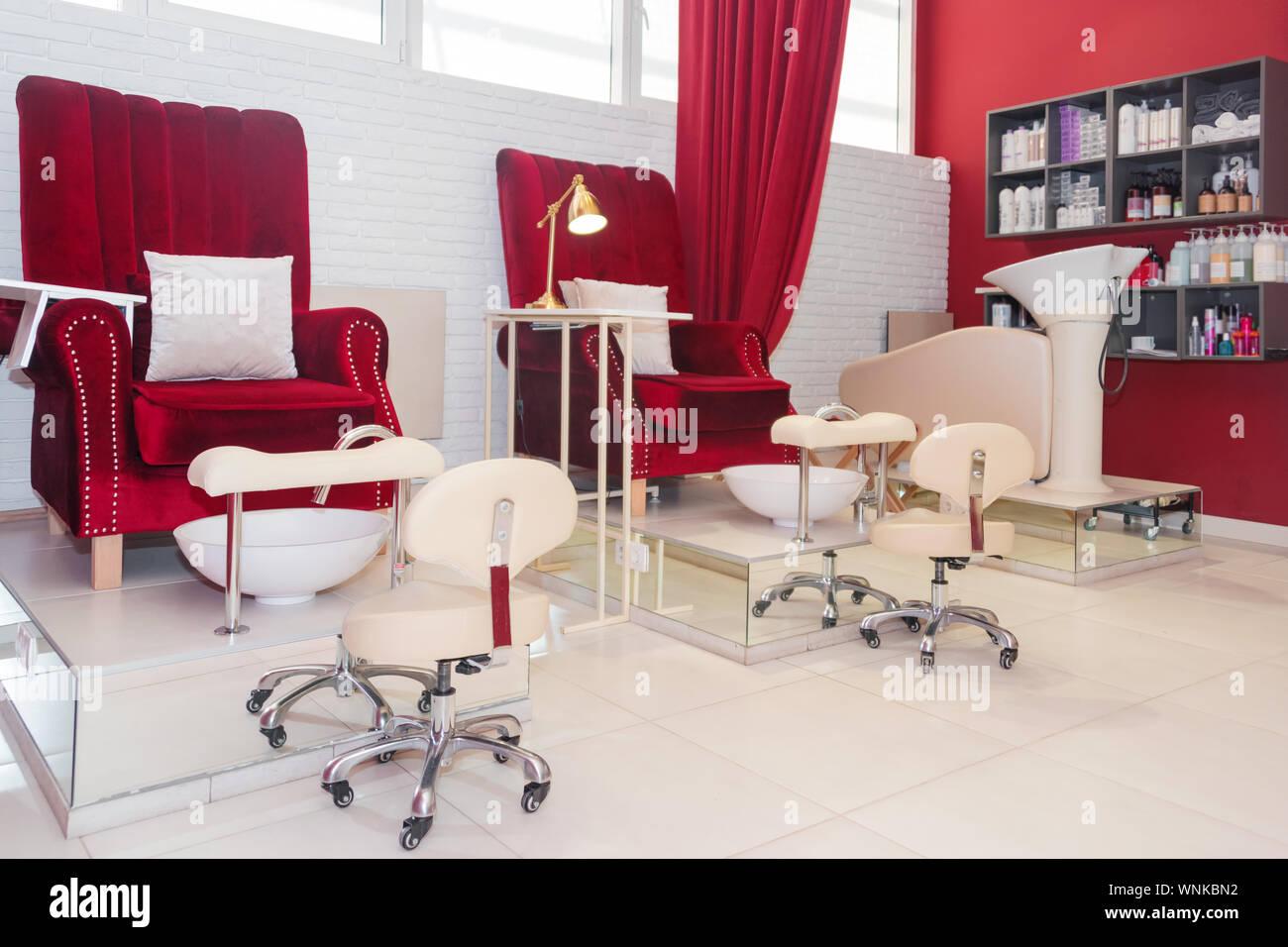 Stühle in einem Pediküre Beauty Salon. Innere leere modernes ...