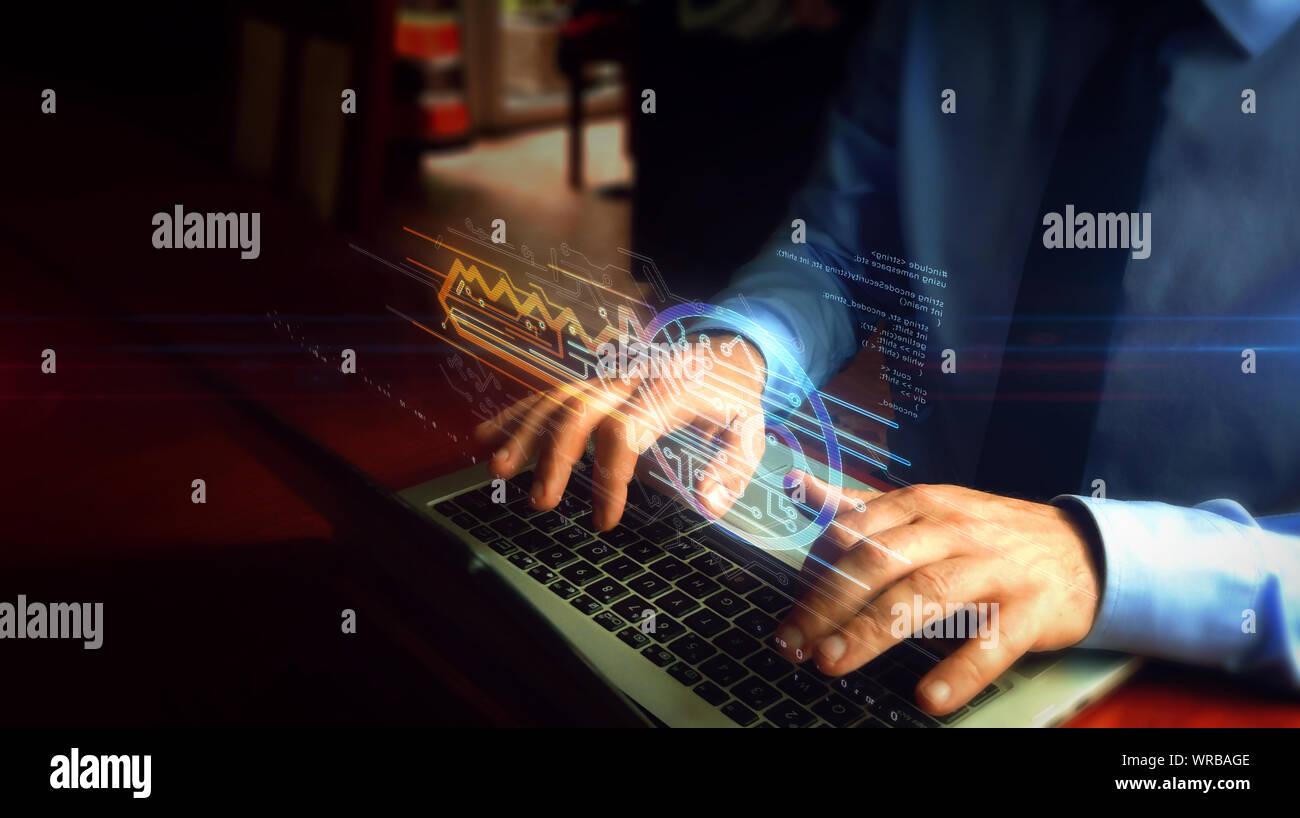 Man tippt auf Laptop mit Cyber Sicherheit mit Schlüsselsymbol Hologramm-Bildschirm über die Tastatur. Konzept der Computer Sicherheit, Verschlüsselung und Kennwortschutz Stockfoto