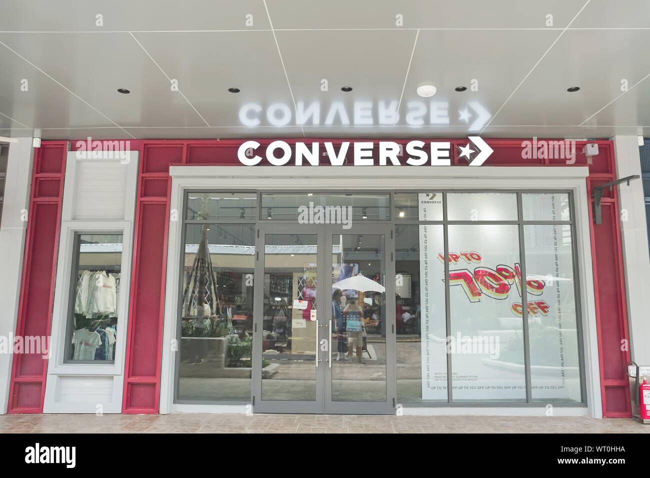 Converse Store Stockfotos & Converse Store Bilder Alamy
