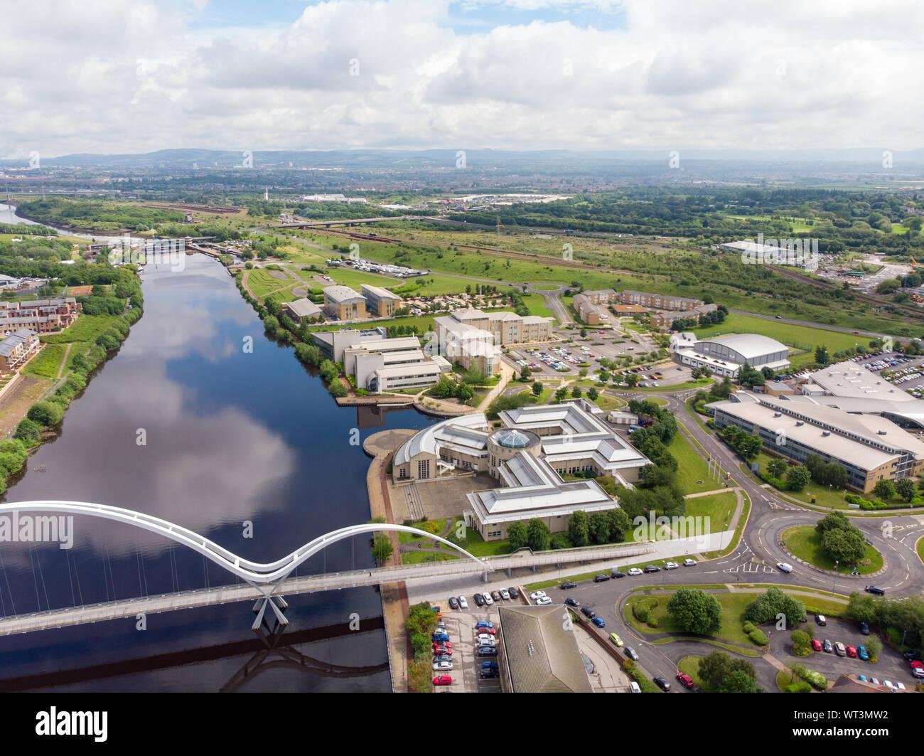Areal Foto der Durham University, Queen's Campus in Thornaby, Stockton-on-xd an einem schönen sonnigen Tag in der Nähe der Unendlichkeit Brücke genommen Stockfoto